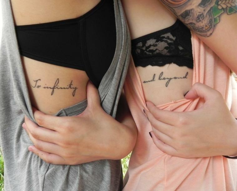 interessante idea per tatuaggi femminili piccoli, una scritta a lato del busto in corsivo