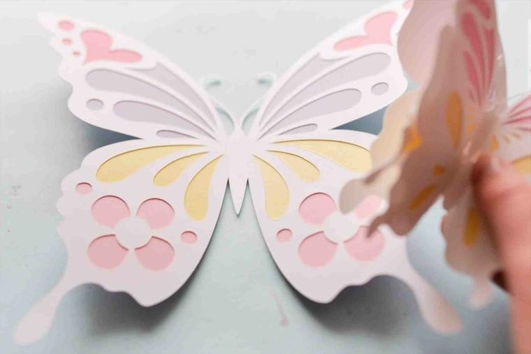 Lavoretti manuali per bambini e una farfalla colorata su un cartone bianco