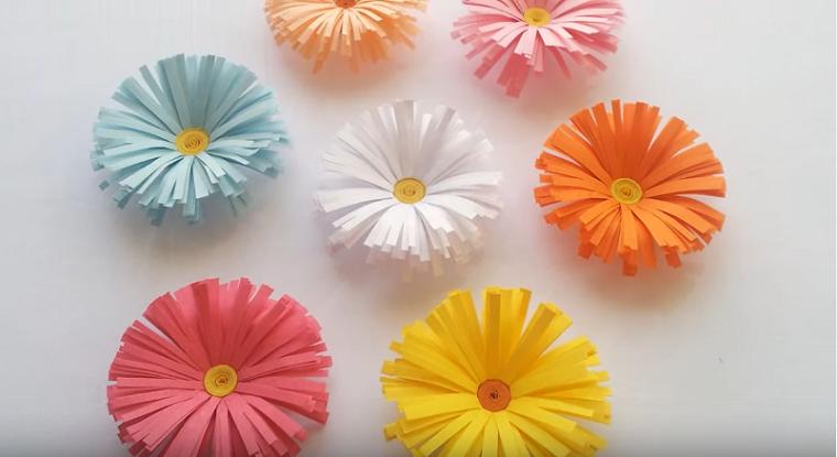 Lavoretti da fare in casa e un'idea con dei fiori di carta colorati a più strati