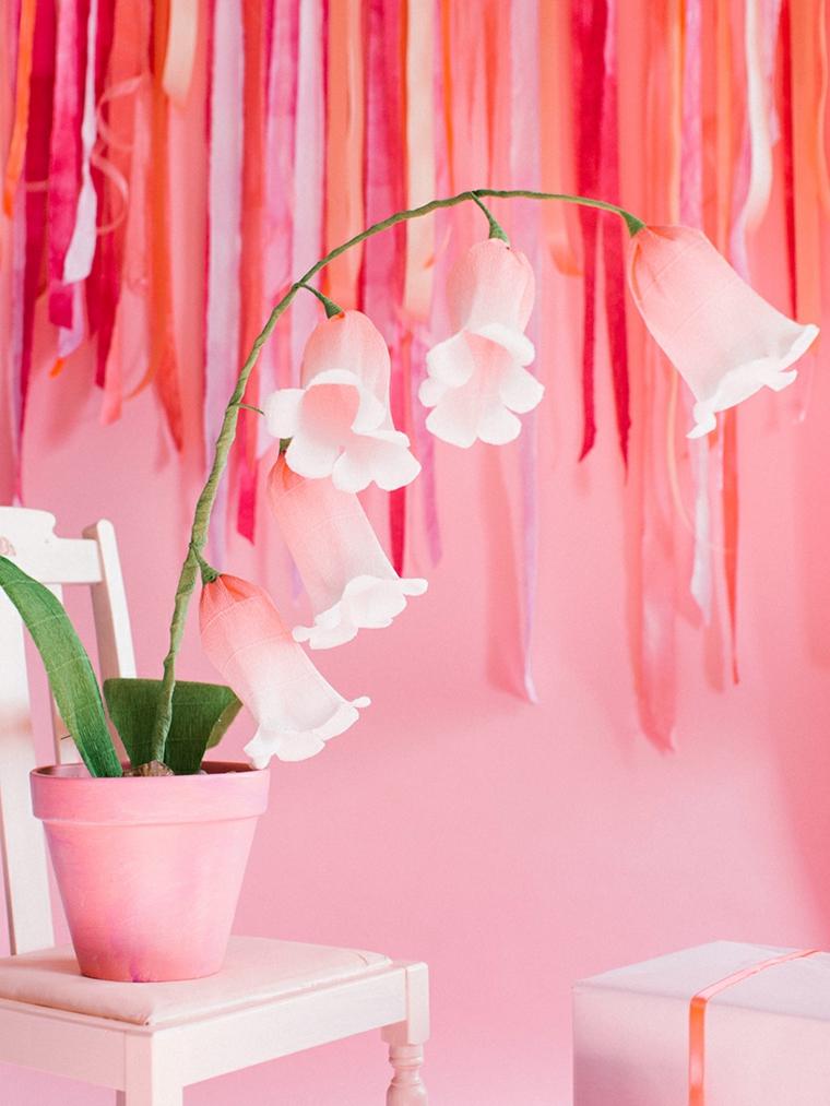 Carta crespa per la realizzazione di fiori in vaso di colore rosa, decorazione da parete con strisce colorate