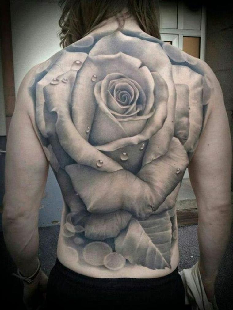 schiena tutta tatuata con un'enorme tosa tridimensionale in bianco e nero, significato rosa tattoo