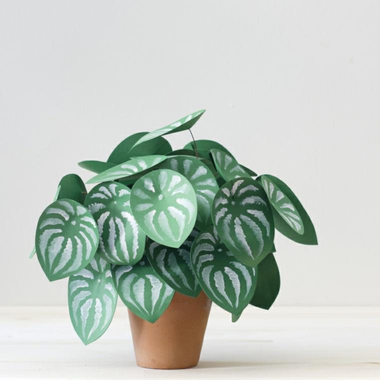 Idea per dei lavoretti facili per decorare casa, pianta sempreverde con foglie di cartoncino colorato