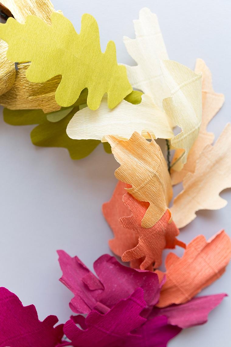Idea per una ghirlanda di foglie carta crespa, lavoretti di carta facili da fare per i bambini