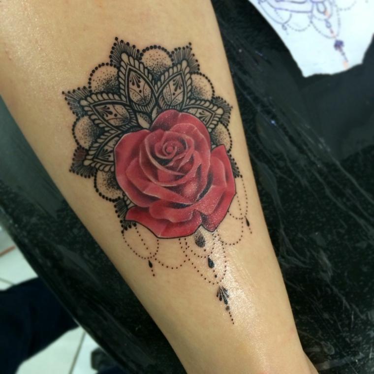 contorno mandala con all'interno una rosa rossa, idea per tatuaggi rose rosse
