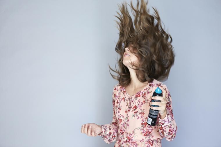 splendide onde su capelli lunghi castani, fase finale tutorial per come fare i capelli mossi