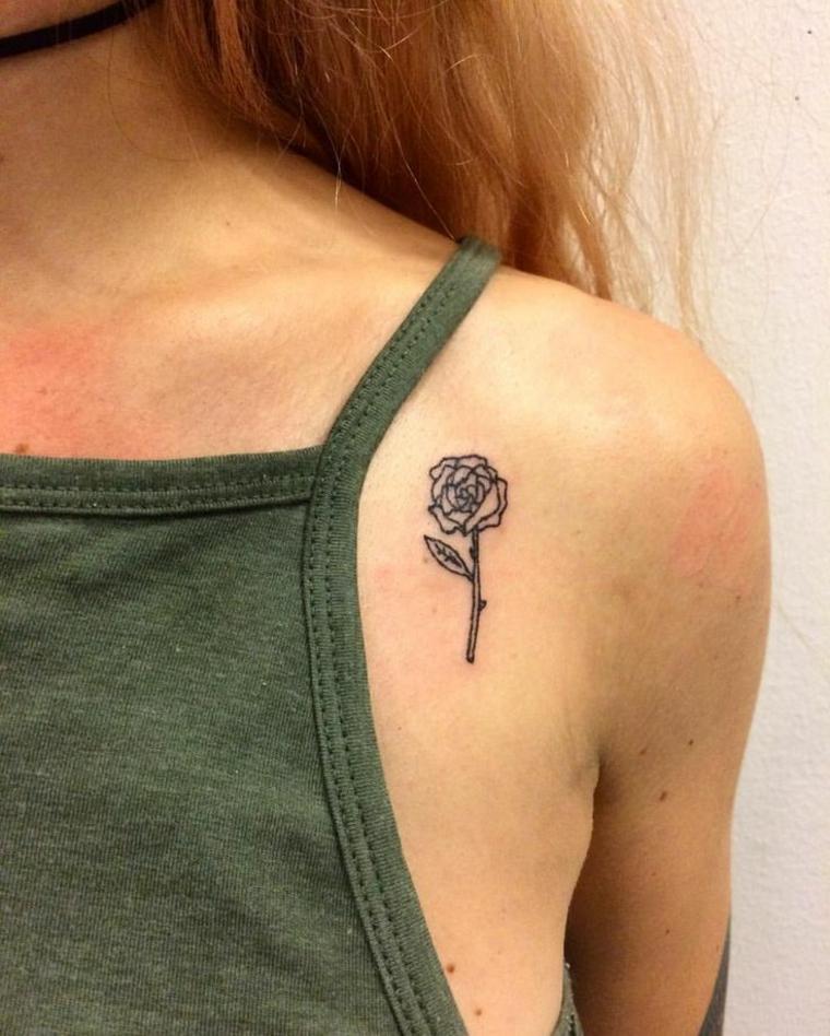 graziosa rosa con gambo e foglia tatuata sotto la spalla di una ragazza, immagini piccoli tatuaggi