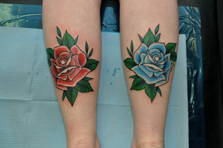 due bellissime rose rossa e blu, idea per tatuaggi rose gambe per lei e per lui