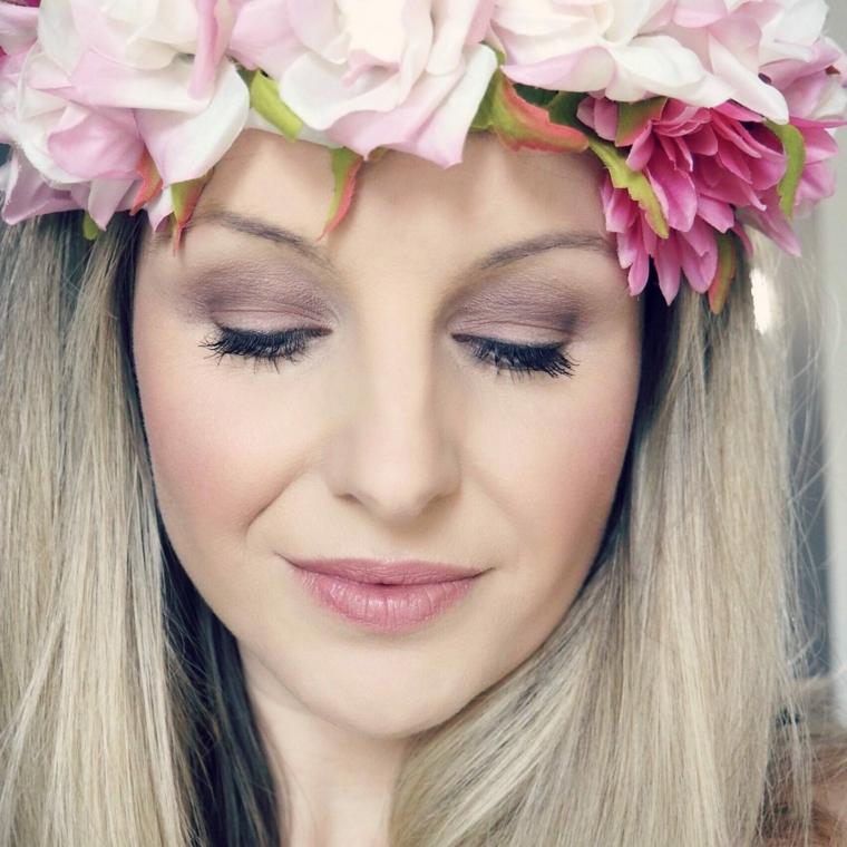 bellissimo esempio di trucco sposa biona con ombretto lilla, mascara nero e far rosa antico