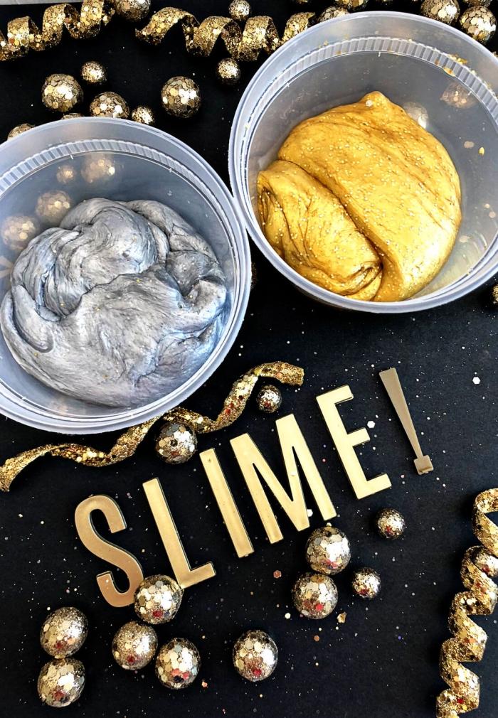 Ciotole di plastica con slime fatto in casa di colore oro e argento speciale anno nuovo