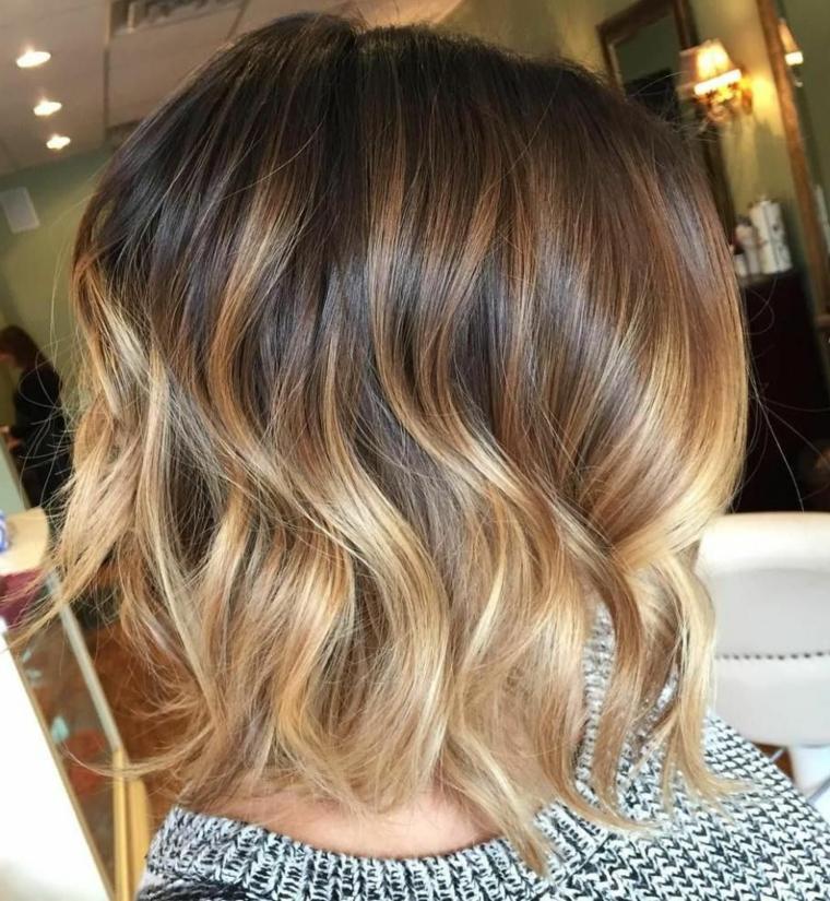 ottima idea per dei balayage capelli biondi di media lunghezza con una piega a onde