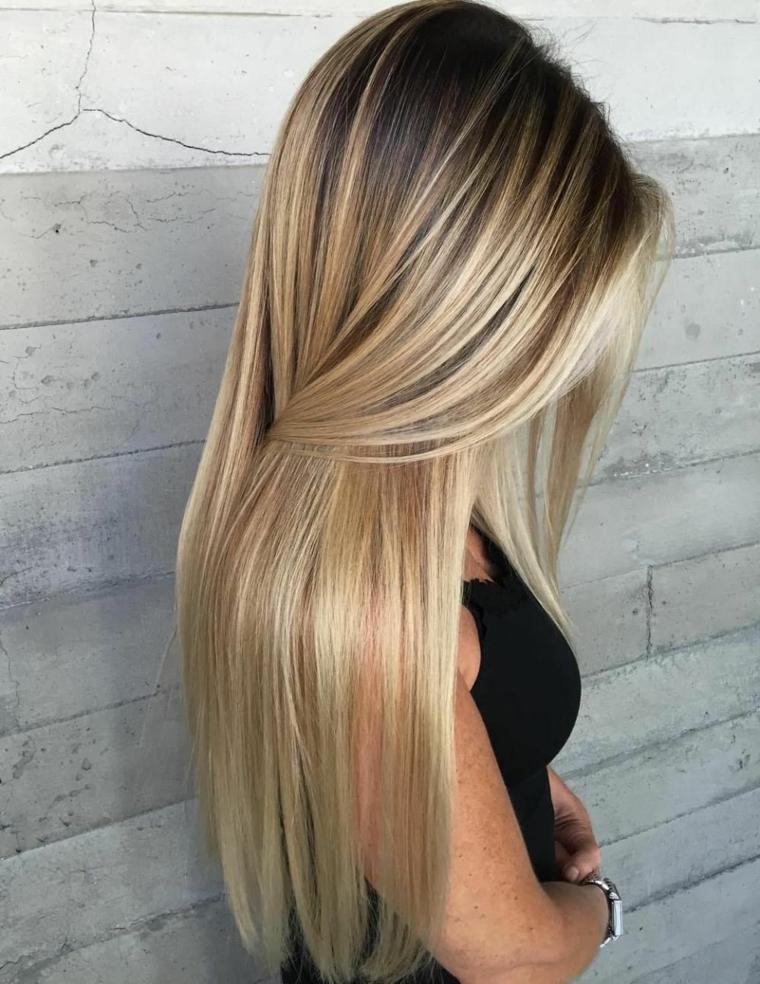 bellissimi capelli lisci lunghi e luminosi, esempio per realizzare un balayage biondo