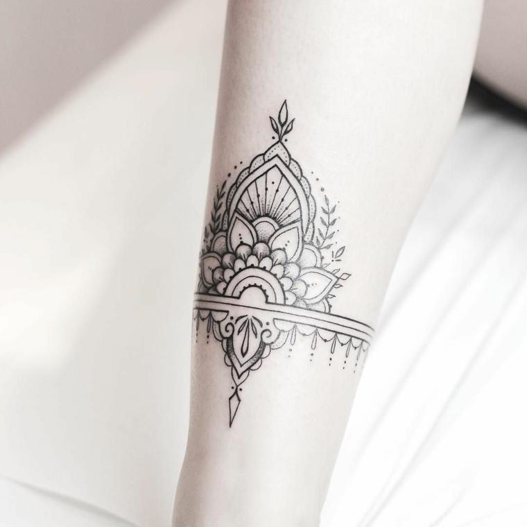 Tatuaggio donna sulla gamba, fiore di loto tattoo significato