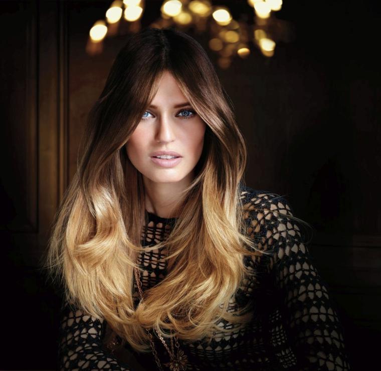 bellissima immagine della modella bianca balti, occhi azzurri e capelli con balayage biondo