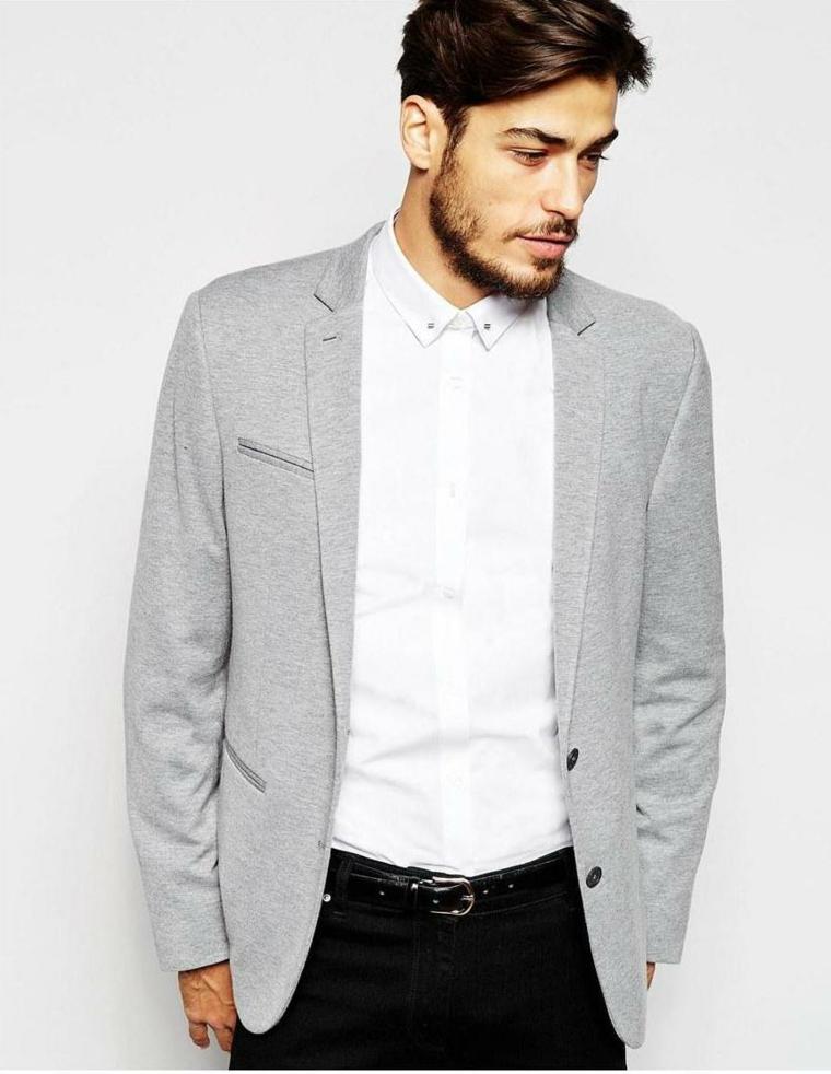 Abbigliamento casual per un uomo invitato ad un matrimonio, pantalone in abbinamento alla camicia bianca