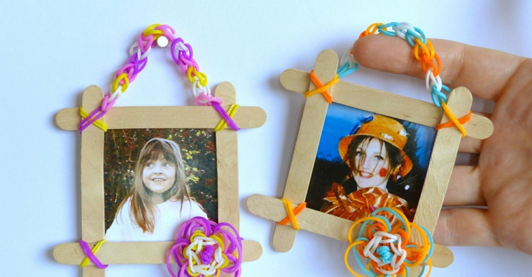 Portafoto multiplo da parete fai da te con stecchini di legno ed elastici di gomma