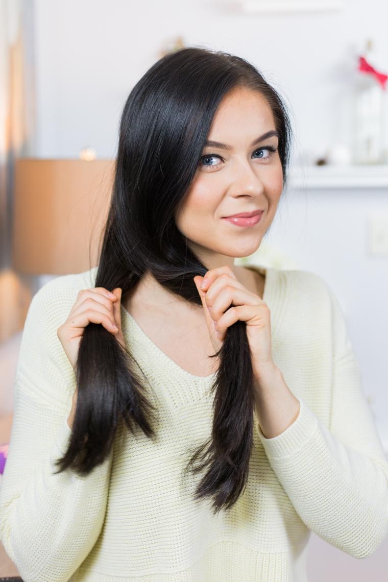 Tutorial trecce alla francese per una donna con i capelli neri, dividere la chioma in due sezioni uguali