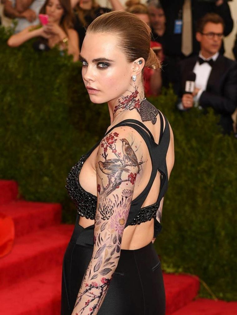 Idea per dei tatuaggi tutto il braccio e una proposta a manica da Cara Delevingne