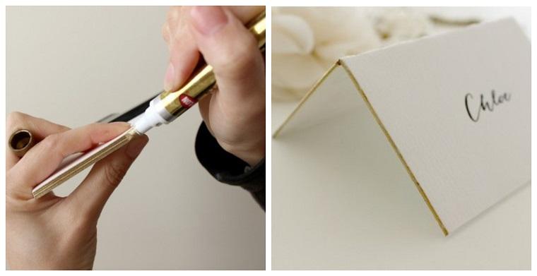 Colorare i bordi della cartolina segnaposto con un pennarello di colore oro