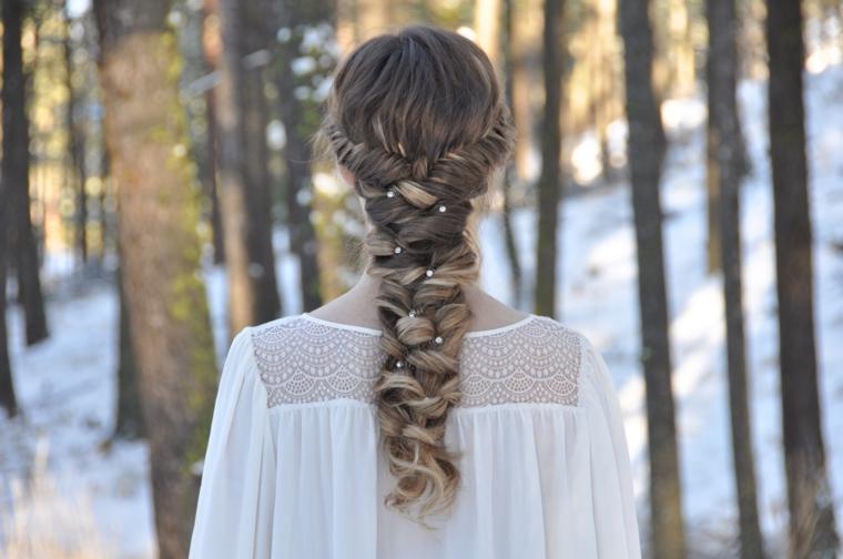 Tutorial trecce particolari, acconciatura elegante per dei capelli biondo balayage