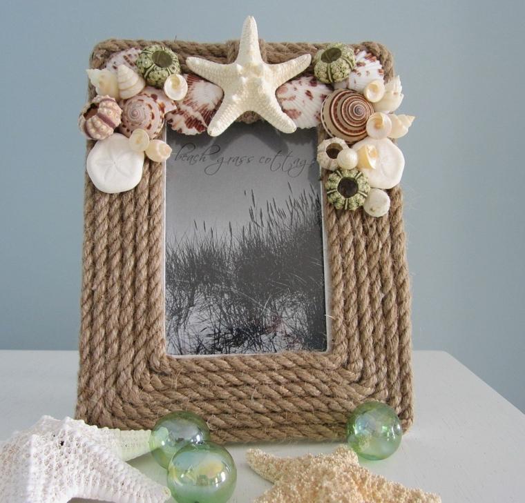 Idea per la decorazioni delle cornici portafoto con conchiglie e sfere di vetro