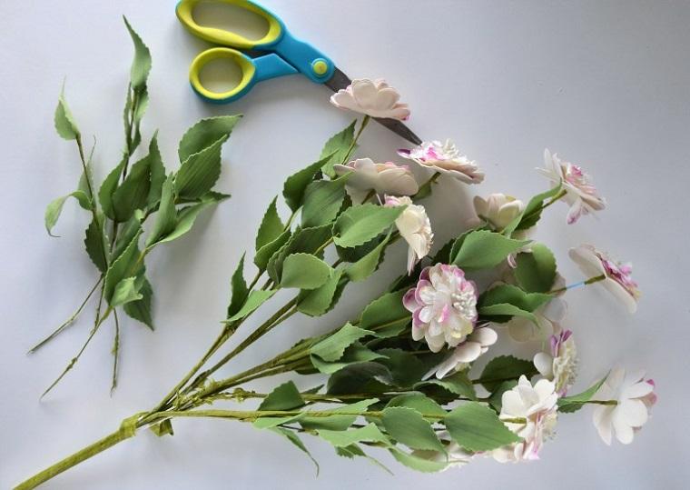 Come realizzare cornici fai da te e decorate con dei fiori finti