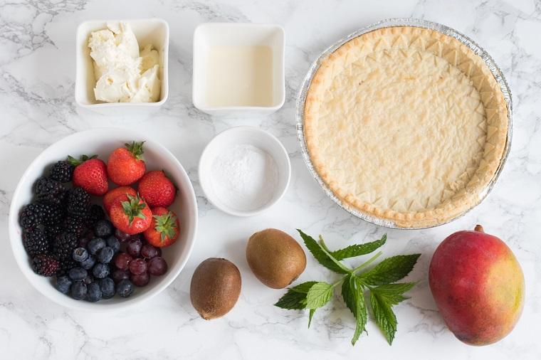 Ingredienti per fare dei dolcetti veloci con frutti di bosco e crema al formaggio