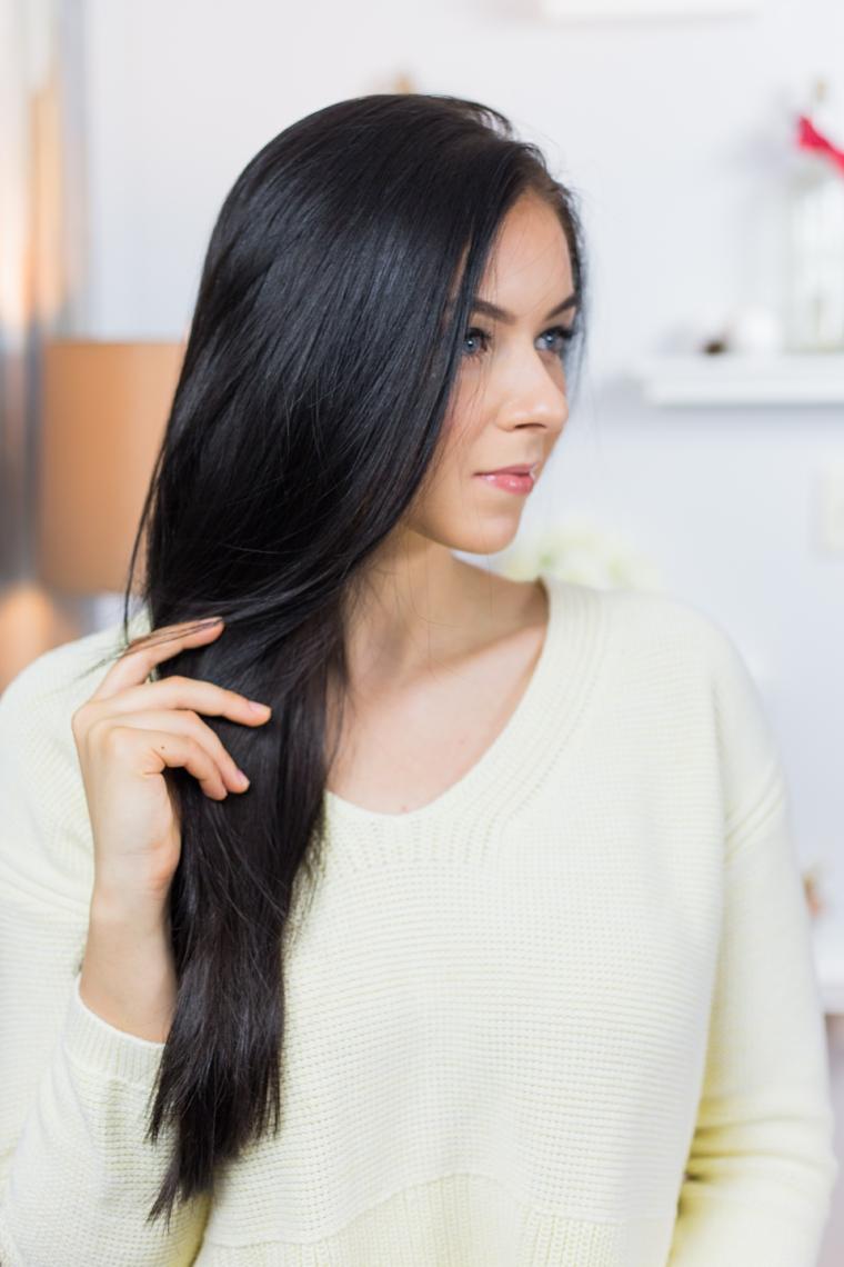 Tutorial trecce alla francese per una donna con i capelli lunghi di colore nero