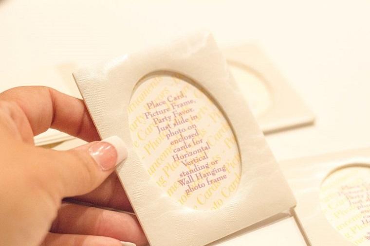 Cartolina cornice di colore bianco per creare un segnaposto