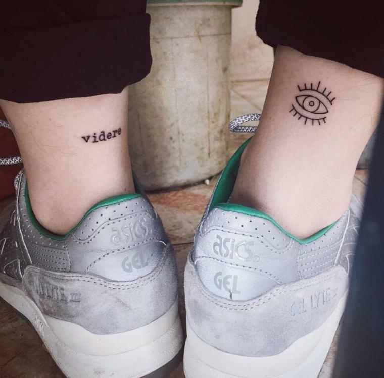 Tatto scritta sul polpaccio e un occhio, tatuaggi sul polpaccio dalle dimensioni ridotte