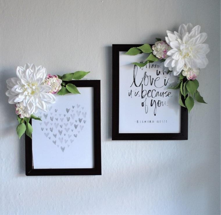 Cornici foto fai da te di legno e decorazioni con fiori finti incollati