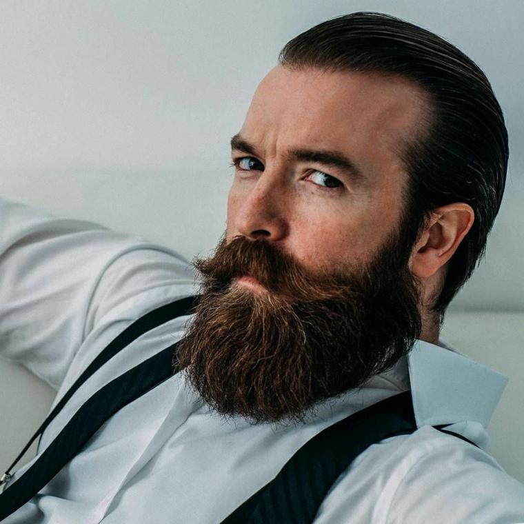 Come far crescere la barba, uomo con un acconciatura capelli tirati indietro