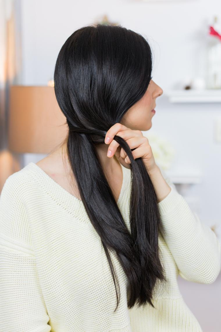 Immagine con tutorial trecce semplici per dei capelli lunghi e lisci di colore nero