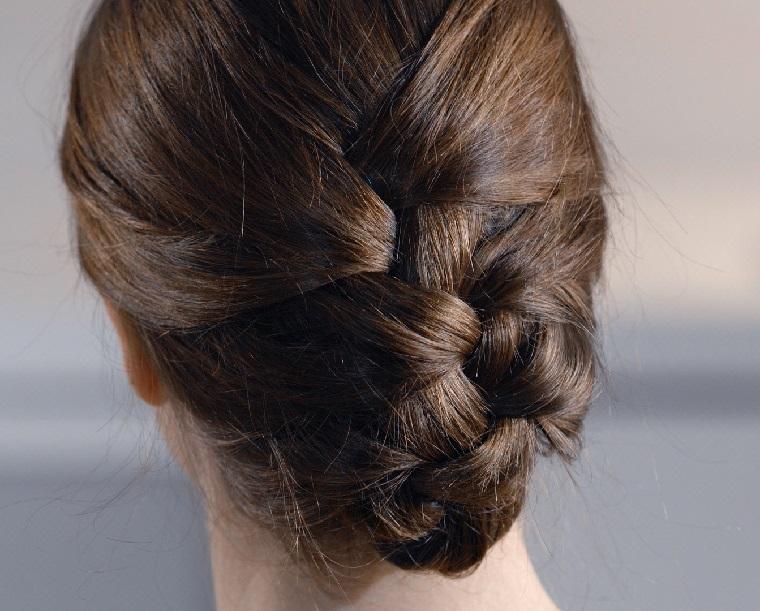 Come fare le trecce alla francese e un'acconciatura per dei capelli castani
