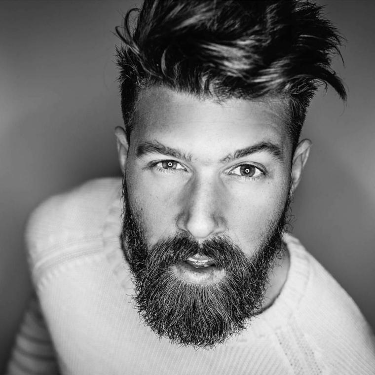 Ragazzo con ciuffo lungo davanti e rasato di lato, come far crescere la barba