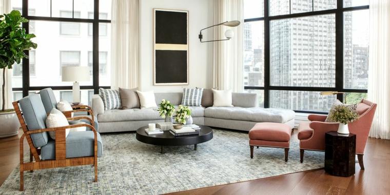 Saloni moderni e un arredamento con tavolino nero rotondo e pavimento in legno con tappeto grigio