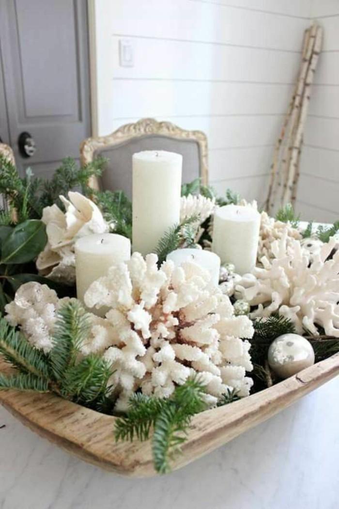 Idea per la decorazione del tavolo da pranzo con un centrotavola natalizio
