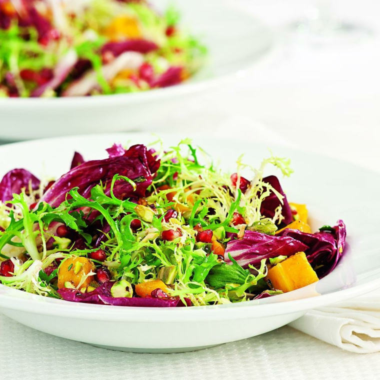 Alimenti che non contengono carboidrati e una proposta con rucola e radicchio in un'insalata