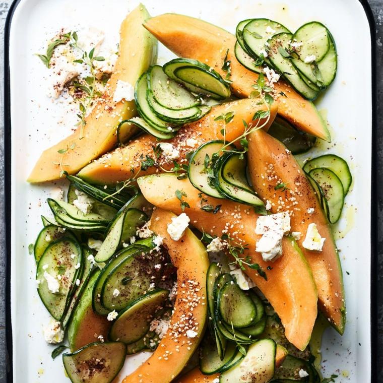 Alimenti che non contengono carboidrati e una proposta con del melone cantalupo e cetrioli a rondelle