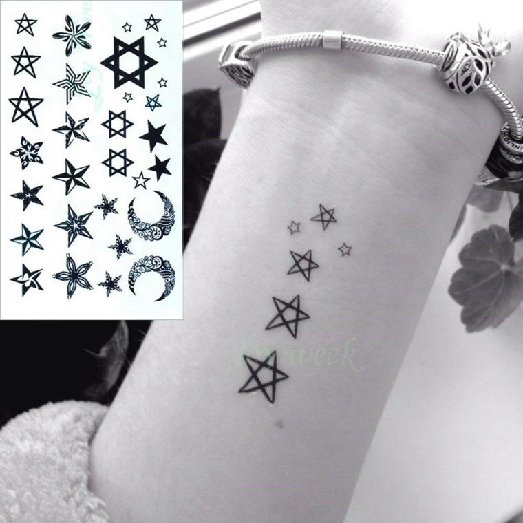 Simbologia tatuaggi e un'idea con piccole stelline sul braccio di una donna