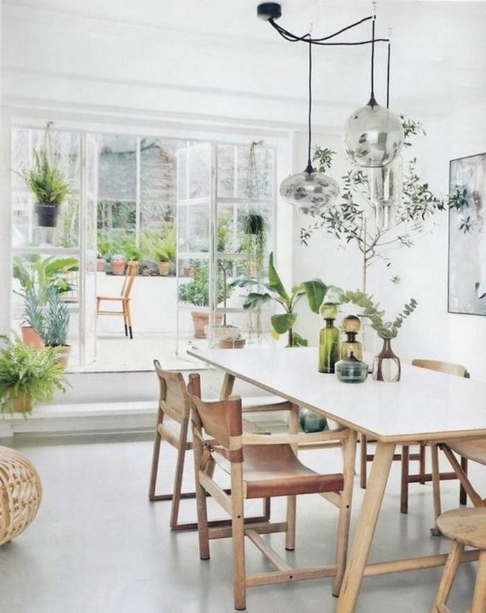 Salotti moderni e un'idea per la decorazione con tante piante verdi