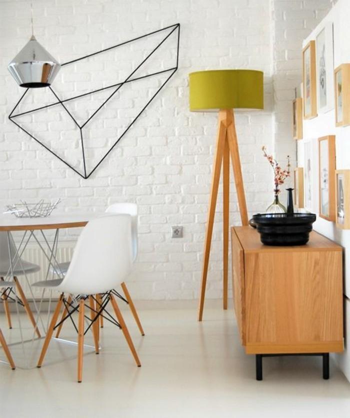 Idee per tinteggiare il salotto con una parete mattoni a vista di colore bianco