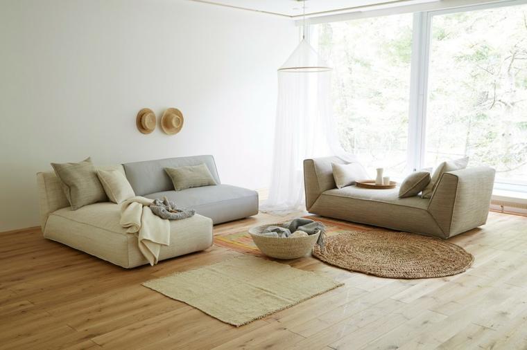 Soggiorni moderni componibili e un'idea di arredamento con divani imbottiti di colore grigio e beige e tappeti