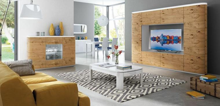 Soggiorno con mobili moderni di legno con la superficie lucida, decorazione con un tappeto bianco e nero