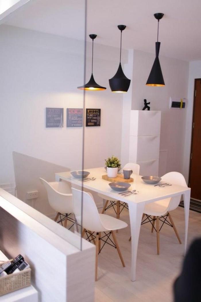 Sala da pranzo moderna e un'idea per la decorazione del tavolo con un centrotavola di legno