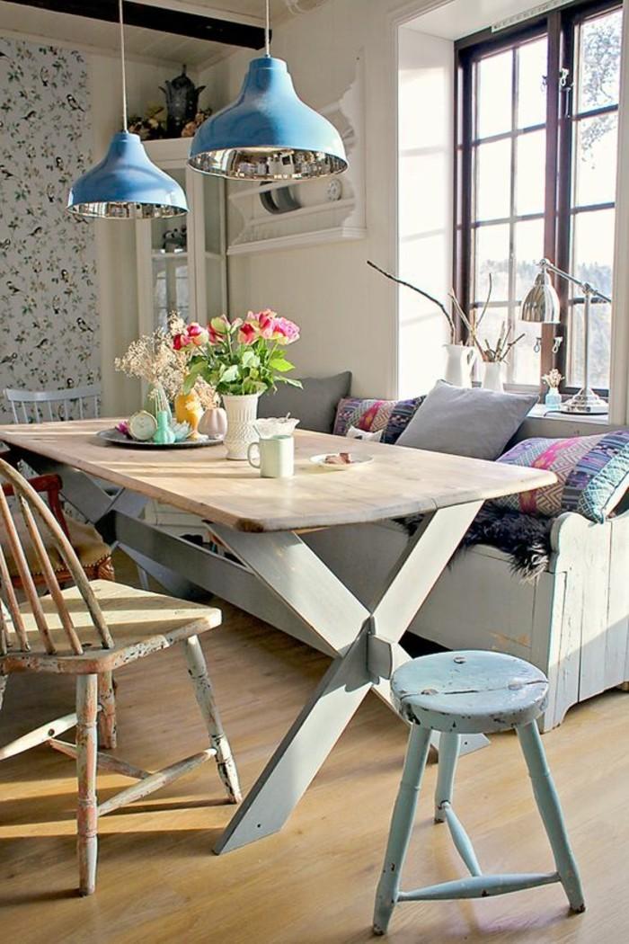 Idee pittura pareti soggiorno e sala da pranzo con carta da parati con motivi floreali