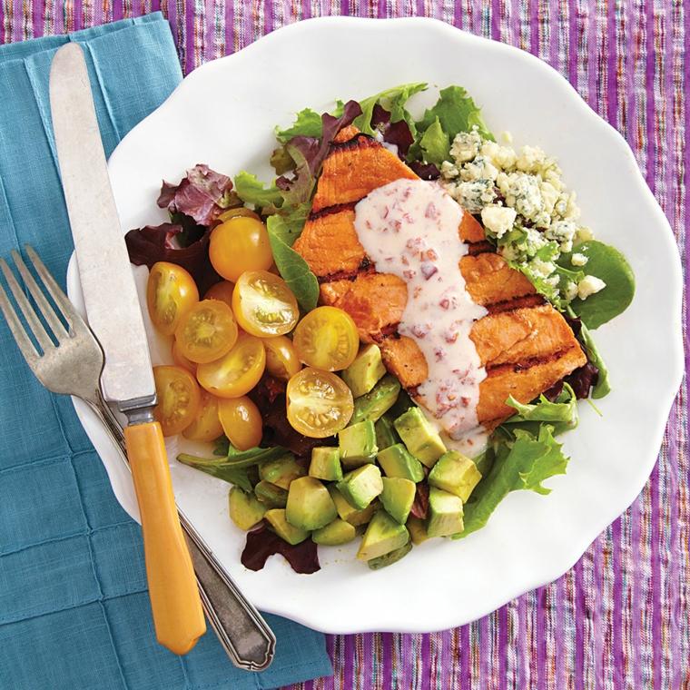 Dieta senza carboidrati e zuccheri e una proposta con pomodorini e filetto di salmone al forno