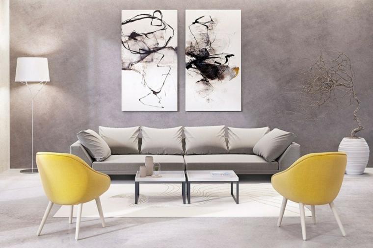 Pareti colorate soggiorno e decorate con quadri, divano grigio e poltrone di colore giallo
