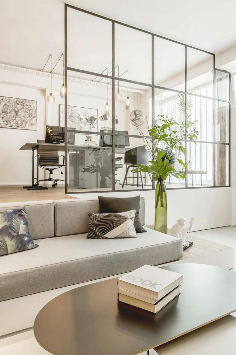 Salotti moderni e un'idea di arredamento con divano grigio e tavolino dalla forma ovale di legno