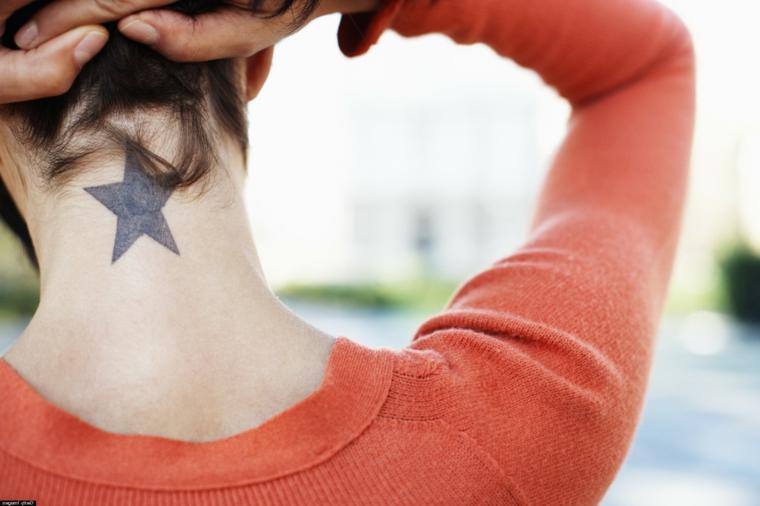 I tatuaggi più belli e un'idea per tatuaggio di una stella grande sul collo di una donna