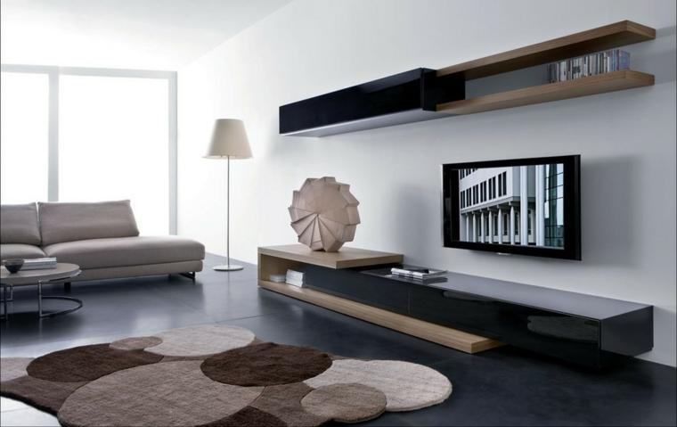 Mobili soggiorno moderni con divano pelle beige e tappeto forme geometriche